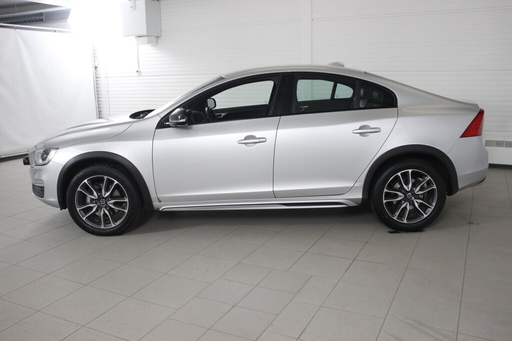 Volvo S60 CROSS COUNTRY 2018 Volvo S60 CROSS COUNTRY D4 AWD aut Business Classic